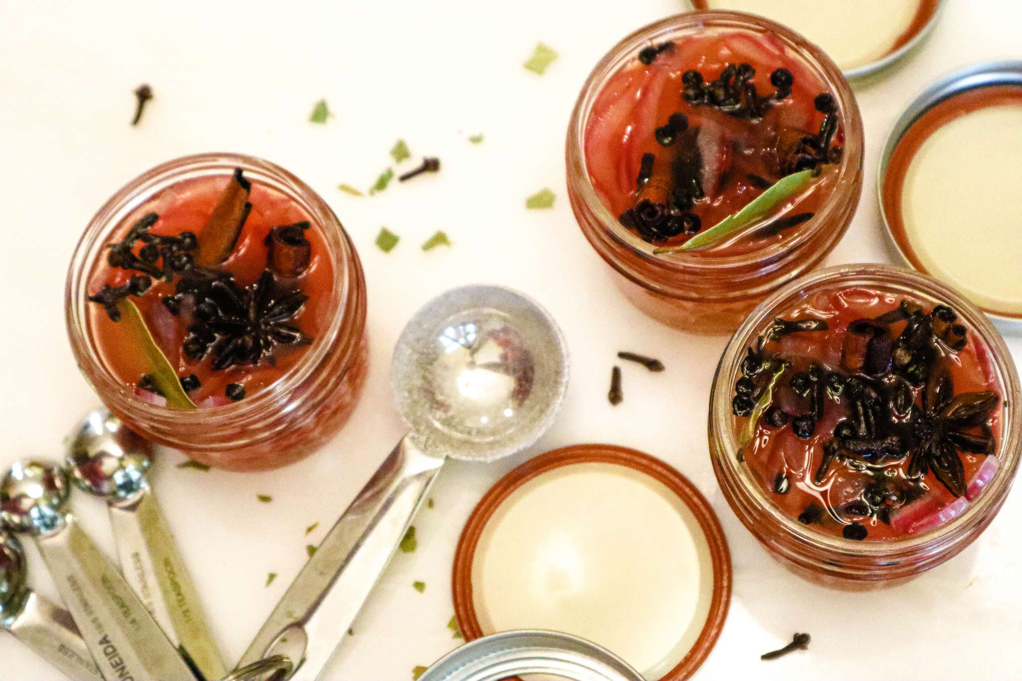 McCormicj Cinnamon and McCormick cloves for cinnamon and spice pickled onions