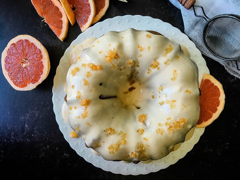 grapefruit cake and grapefruit slices